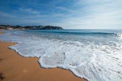 蓝色海运 热带的海滩 旅行启发 美丽的概念池假期妇女年轻人 免版税图库摄影