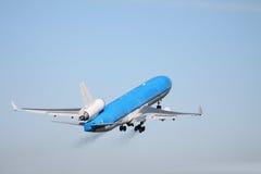 蓝色清楚的平面天空 图库摄影