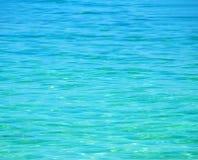 蓝色清楚的水晶海运 免版税图库摄影