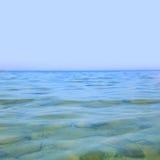蓝色清楚的海运 免版税图库摄影