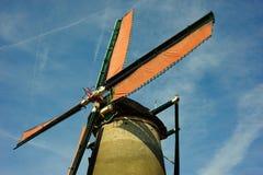 蓝色清楚的荷兰语天空风车 库存图片