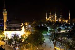 蓝色清真寺在晚上 图库摄影