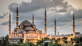 蓝色清真寺在Sultanahmet在晚上伊斯坦布尔土耳其 免版税库存照片