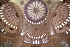 蓝色清真寺天花板,伊斯坦布尔,土耳其- 2014年12月 免版税库存图片