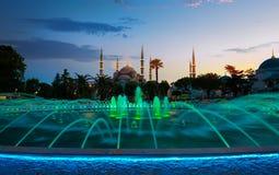 蓝色清真寺晚上在伊斯坦布尔 库存图片
