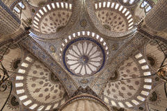 蓝色清真寺的内部圆顶 免版税库存图片