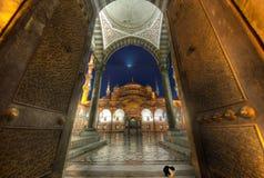 蓝色清真寺的门 免版税库存照片