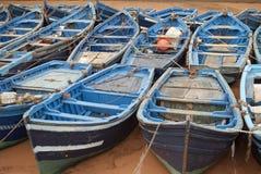 蓝色渔船在港口Essaouira摩洛哥 库存图片