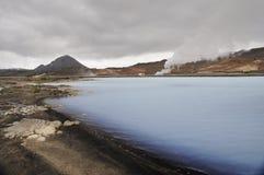 蓝色温暖的盐水湖在冰岛 免版税库存图片