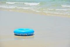 蓝色游泳圆环 库存图片