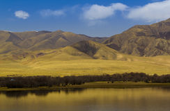 蓝色湖和autum瓷 免版税库存图片