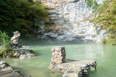 蓝色湖,阿布哈兹, 2015年10月13日 库存照片