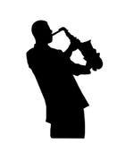 蓝色演奏萨克斯管的爵士乐音乐家 免版税库存图片