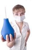 蓝色灌肠递她的藏品医疗工作者 免版税库存图片