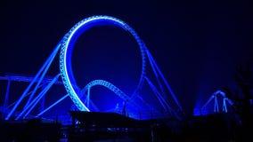 蓝色火过山车在夜风景之前 免版税图库摄影
