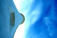 蓝色灯塔天空 库存照片