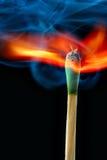 蓝色灼烧的符合烟 免版税库存图片