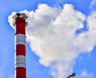 蓝色烟囱行业天空烟 图库摄影