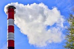 蓝色烟囱行业天空烟 免版税库存照片