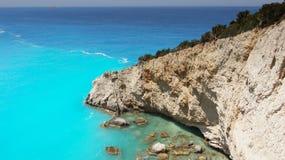 蓝色爱奥尼亚海,海岛小船-汽车旅行 库存图片
