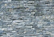 蓝色片岩石墙 免版税库存图片