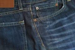 蓝色牛仔裤材料分开纹理 免版税库存照片