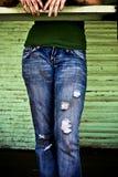 蓝色牛仔裤的一个女孩 库存图片