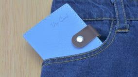 蓝色牛仔裤详述与vip卡片 库存图片