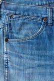 蓝色牛仔裤织品有口袋背景 库存图片