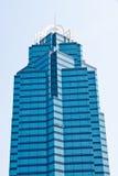 蓝色玻璃办公室塔 免版税库存照片