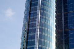 蓝色玻璃办公楼 免版税库存照片