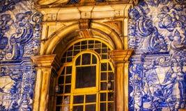 蓝色瓦片窗口波尔塔da维拉南部的门Obidos葡萄牙 库存图片