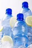 蓝色瓶在冰的水 免版税图库摄影