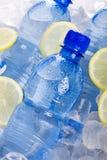 蓝色瓶在冰的水 图库摄影