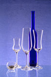 蓝色瓶烛台三葡萄酒杯 免版税库存图片