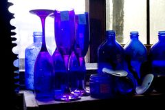 蓝色瓶 免版税库存图片