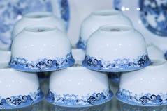 蓝色瓷茶杯 图库摄影