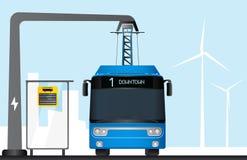 蓝色电公共汽车由放大尺充电 库存照片