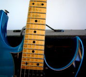 蓝色电吉他 免版税库存图片