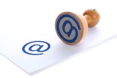 蓝色电子邮件不加考虑表赞同的人 库存照片