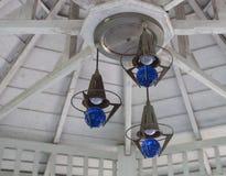 蓝色电灯泡灯 库存图片