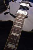 蓝色电空心身体吉他 免版税库存图片