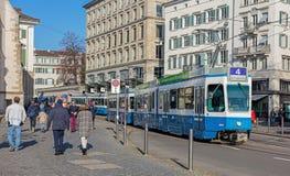 蓝色电车在苏黎世 图库摄影