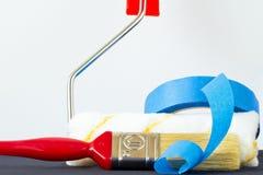 蓝色画笔水平的漆滚筒磁带 库存照片