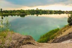 蓝色白垩挖掘风景特写镜头夏令时 城市Bereza,白俄罗斯 免版税图库摄影