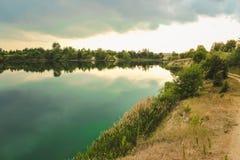 蓝色白垩挖掘风景特写镜头夏令时 城市Bereza,白俄罗斯 库存照片