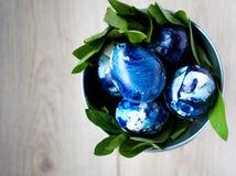 蓝色的复活节彩蛋 免版税库存照片