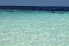 蓝色的所有阴影在热带海 自然热带水天堂 旅行热带海岛度假村 海洋自然宁静 免版税库存图片