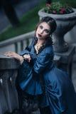 蓝色的维多利亚女王时代的夫人 免版税图库摄影