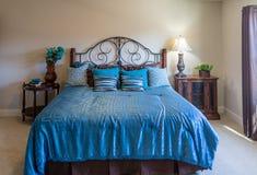 蓝色的Bed国王 库存照片
